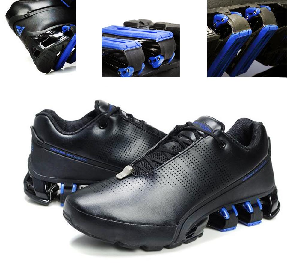 Черные кроссовки с синими деталями